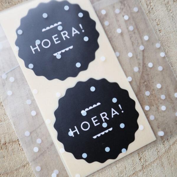 Stickers-hoera-zwart-wit-verjaardag